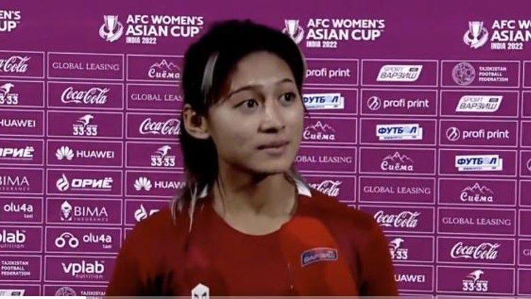 Zahra Muzdalifah saat diwawancara usai pertandingan. Copyright: © Twitter/PSSI