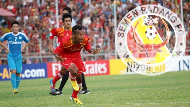 Nur Iskandar ketika masih membela Semen Padang. Copyright: ©