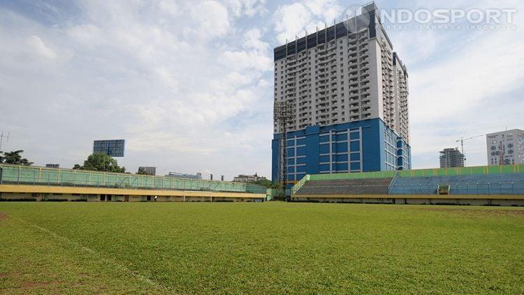 Lapangan sepak bola stadion Lebak Bulus, Jakarta Selatan. Copyright: © Ratno Prasetyo/ INDOSPORT
