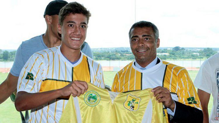 Anak legenda sepak bola Brasil, Romario, bernama Romarinho tertarik untuk berkarir di sepak bola ASEAN. Copyright: ©