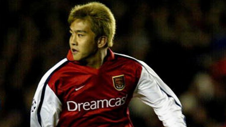 Junichi Inamoto saat berseragam Arsenal. Copyright: © GETTY IMAGES