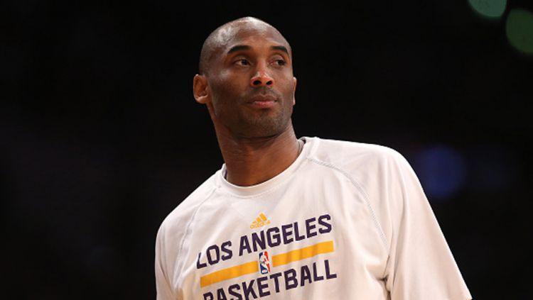 Legenda basket NBA dari tim LA Lakers, Kobe Bryant meninggal dunia akibat kecelakaan helikopter. Copyright: © GETTY IMAGES