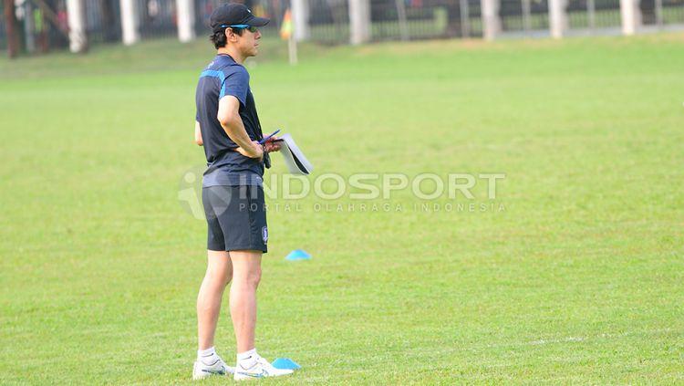 PSSI sepertinya masih menunggu waktu yang pas untuk memperkenalkan Shin Tae-yong sebagai pelatih anyar timnas Indonesia. Copyright: © Ratno Prasetyo/INDOSPORT