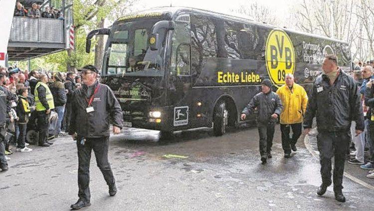 Indosport - Bus Dortmund Terkena Ledakan Bom